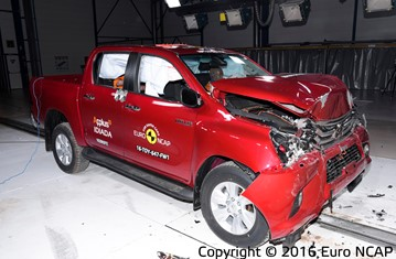 Official Toyota Hilux 2016 safety rating