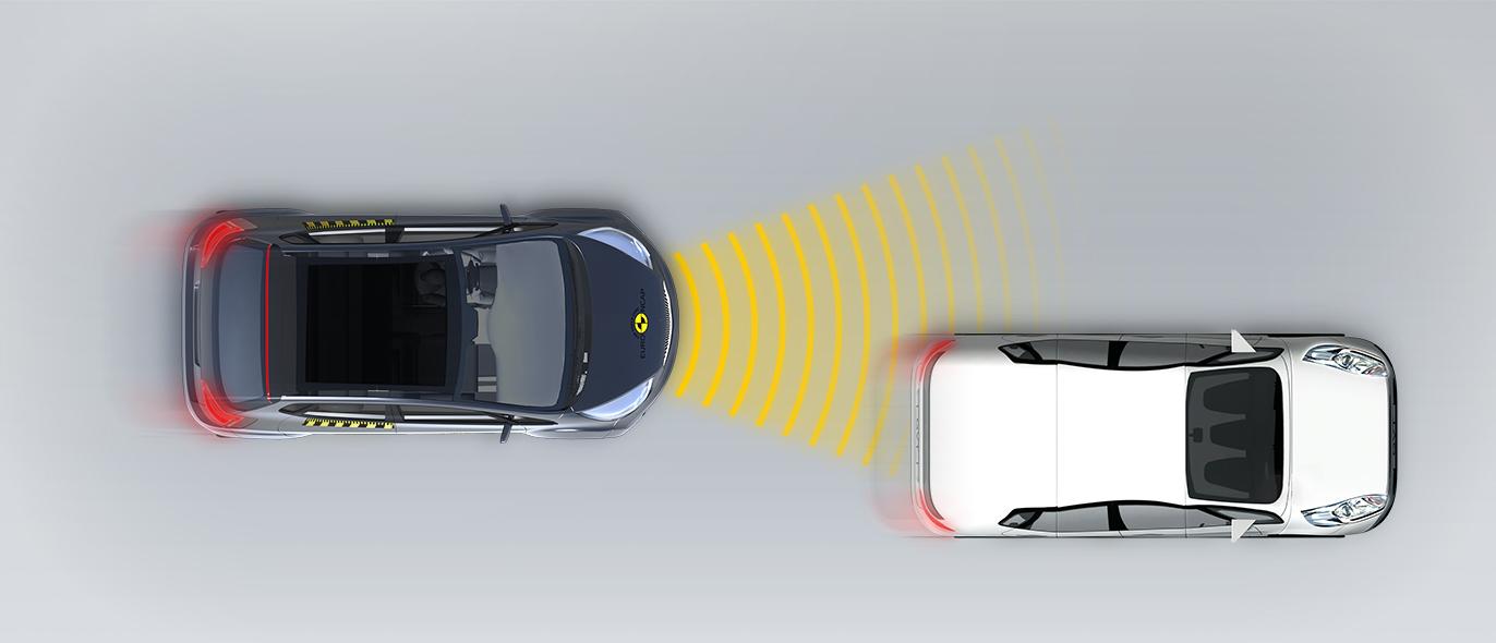 Närmar sig bil som kör långsammare Förskjutning åt vänster