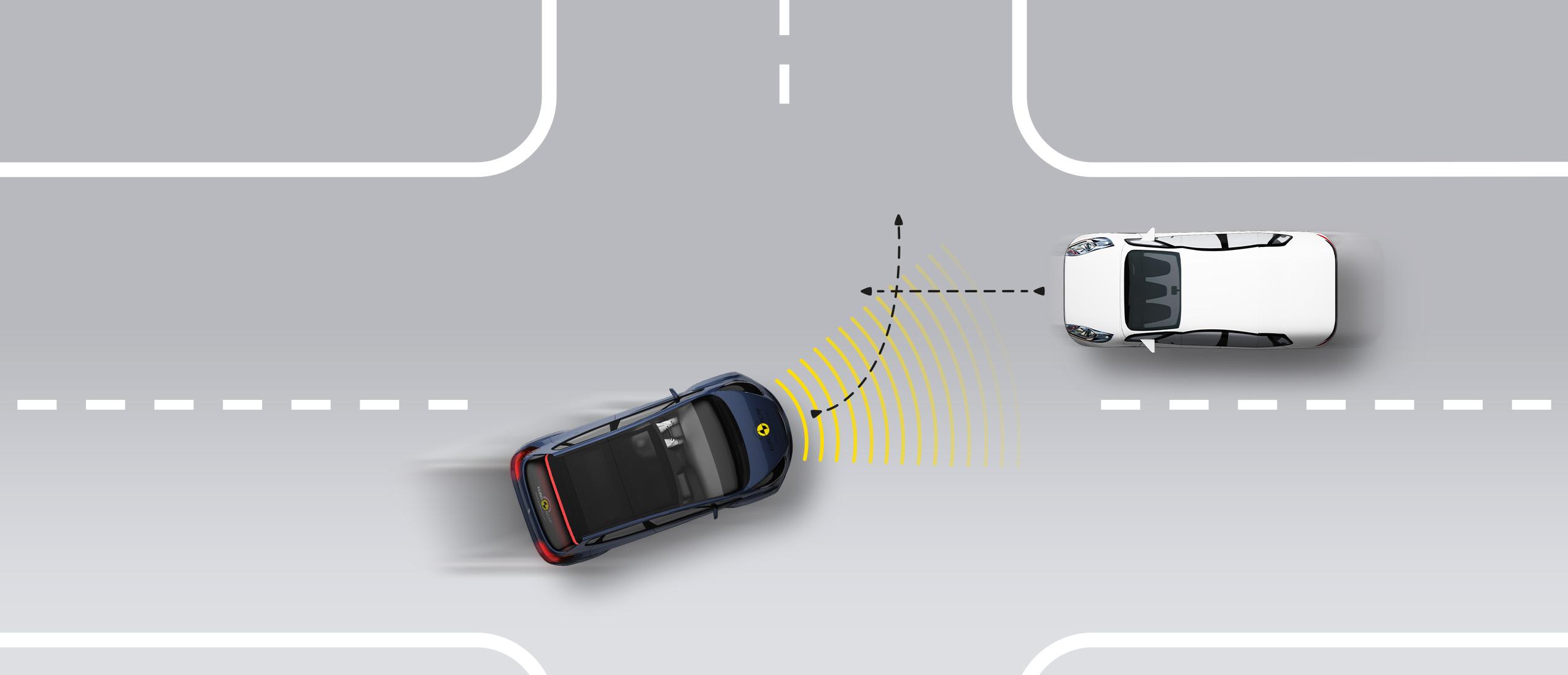 测试车辆转弯穿过接近车辆前方道路